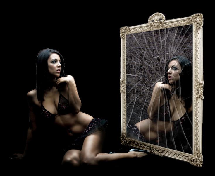Donne sedute page 7 - Specchio rotto sfortuna ...
